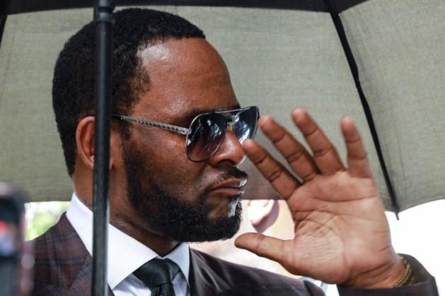 'R. Kelly filmde dat hij seks had met vier tienermeisjes en raakte tape kwijt'