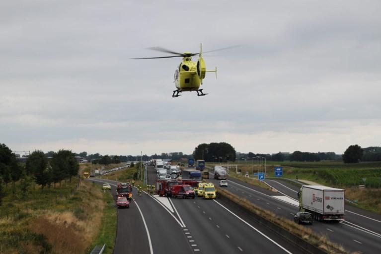 Video: A73 volledig dicht na zwaar ongeluk: traumahelikopter geland op snelweg