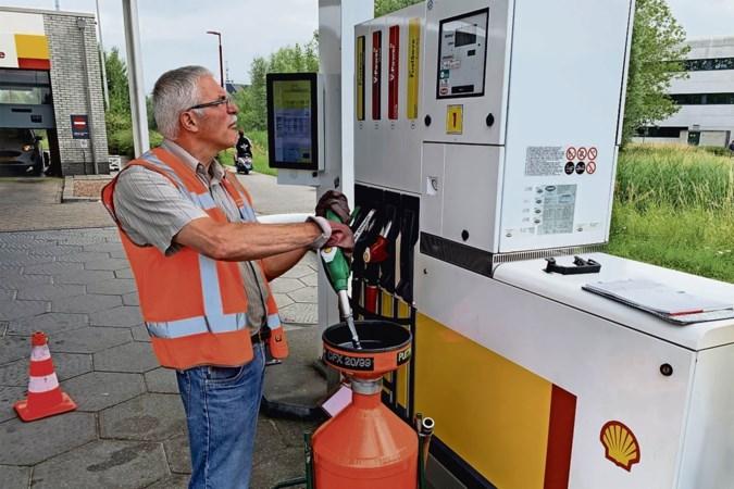 Controle benzinepomp: komt er bij 20 liter op de teller ook echt 20 liter uit de slang?