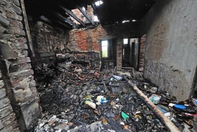 Eigenaar uitgebrande woonboerderij Panningen recent ook slachtoffer autobrand, politie onderzoekt link