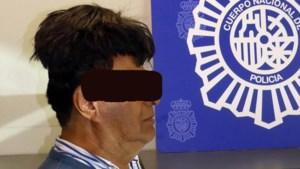 Man op vliegveld opgepakt met halve kilo cocaïne onder toupet