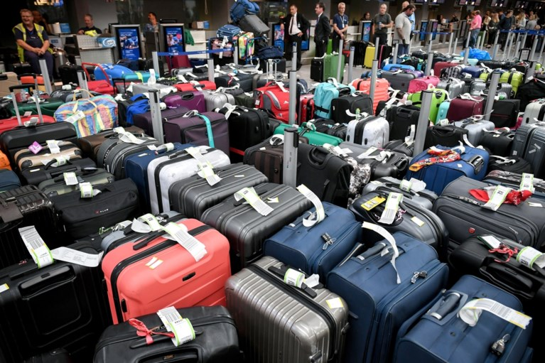 Vliegveld Düsseldorf ontruimd: duizend passagiers naar buiten gestuurd