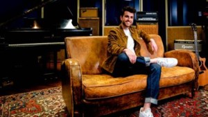 Duncan Laurence brengt akoestische versie van Arcade uit