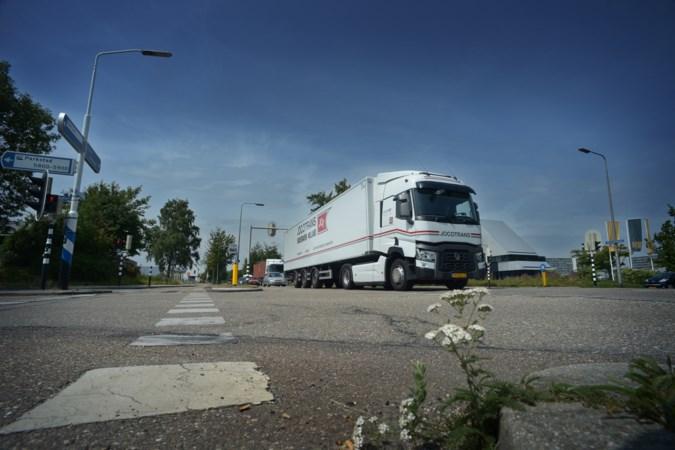 Druk kruispunt op Heerlenersteenweg in Kerkrade wordt rotonde
