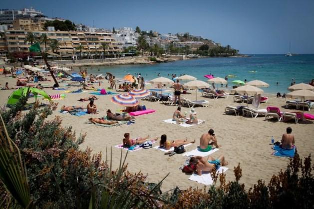 Meisje (3) vecht voor haar leven na inslikken achtergelaten xtc-pil in speeltuin Ibiza