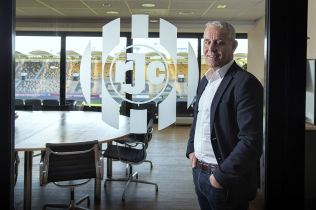 Roda-directeur Van Veldhoven op weg naar de uitgang