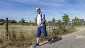 Jarige Jo Kohlen (80) finisht in shirt van overleden zoon