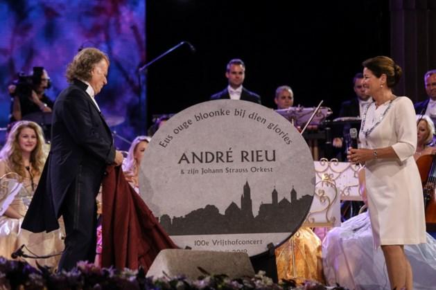 Maastricht eert André Rieu bij honderdste concert op Vrijthof