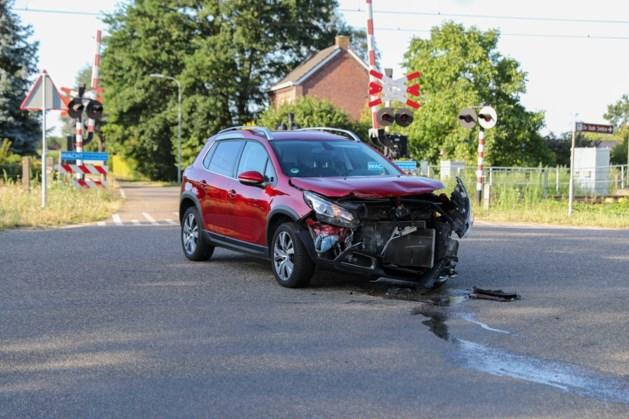 Twee personen lichtgewond bij aanrijding in Baexem