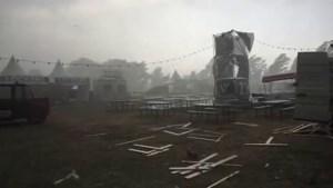 Video: Noodweer richt ravage aan op festivalterrein