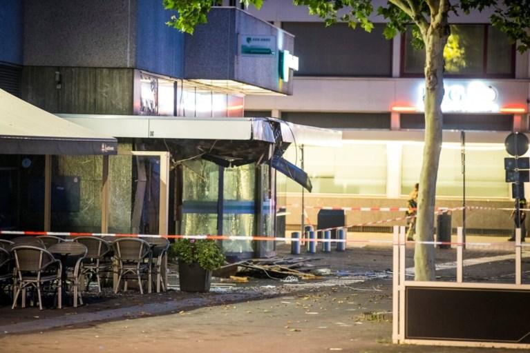 Video: 80 woningen en hotel ontruimd na plofkraak in centrum Venlo