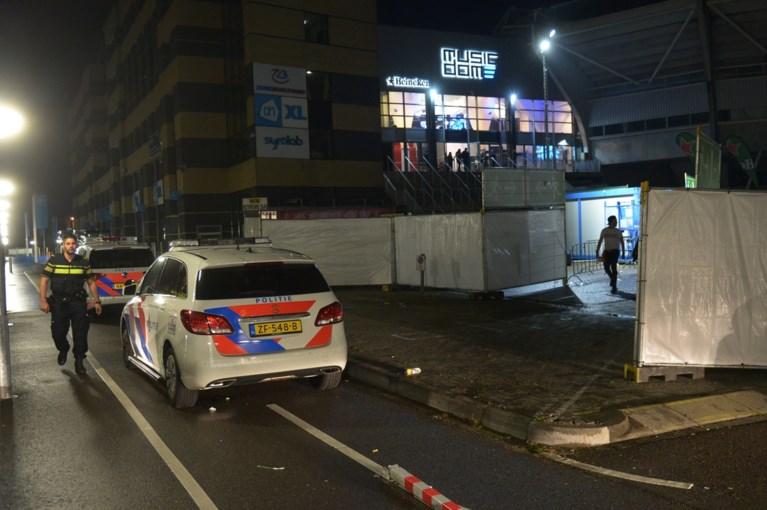 Video: Man in kritieke toestand na steekpartij bij stadion in Kerkrade
