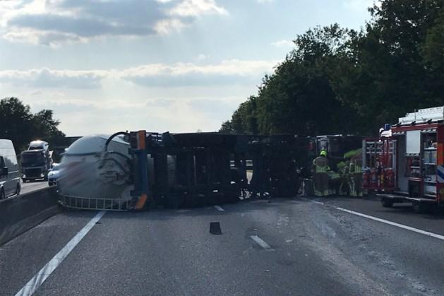 Opnieuw ongeval met vrachtwagen op A67: snelweg hele avond dicht richting Eindhoven