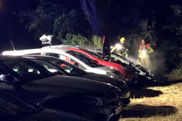 Politie onderzoekt verband autobrand en poging tot brandstichting Weert