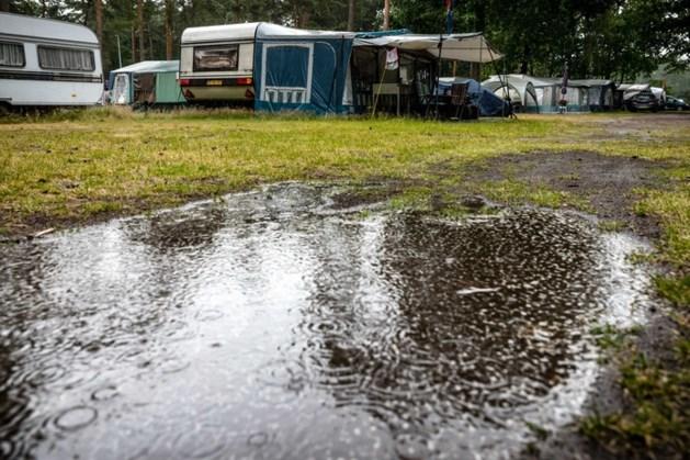 Regen en onweer trekken over het land, minste neerslag in Limburg