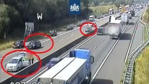 Ongeval met 3 auto's op A67: verkeer over vluchtstrook