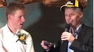 Tourheld Mike Teunissen gehuldigd in Ysselsteyn