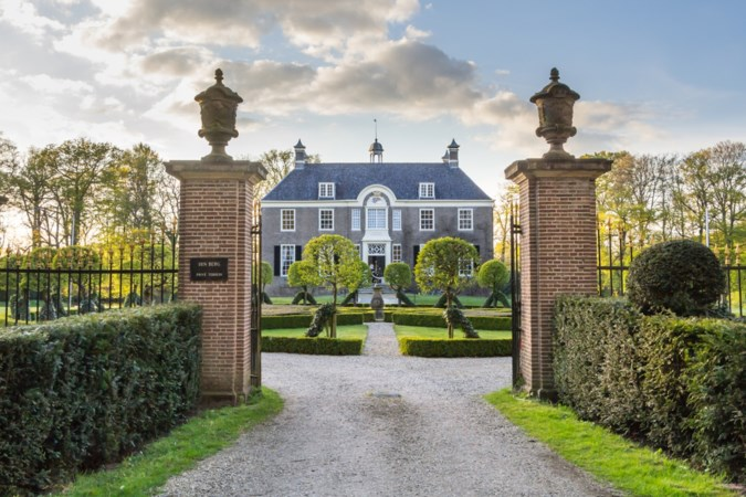 Lo en Hennie uit Helden bivakkeren regelmatig gratis in een villa
