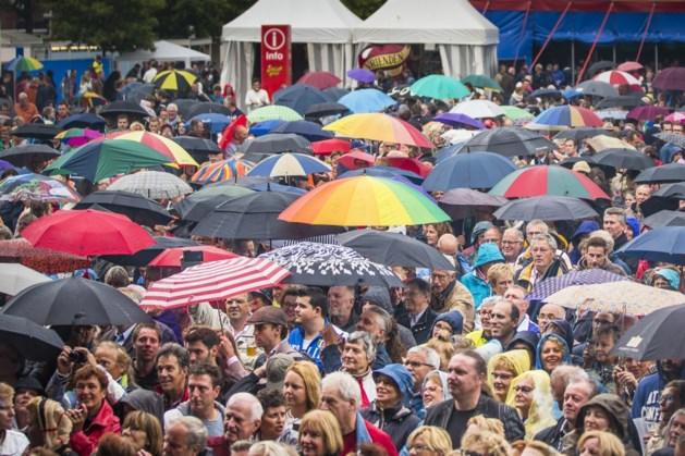 Slecht nieuws voor bezoekers Zomerparkfeest: code geel vanwege onweersbuien, regen én hagel