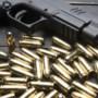 Hoensbroekenaar biedt wapens aan via Facebook