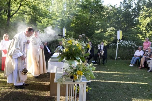 Mariafeest met zegening 'kroetwusj' bij kapel Winthagen