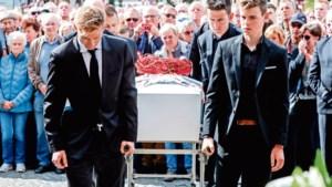 Renners rijden door op dag van begrafenis verongelukte ploeggenoot: 'Ik wil kunnen zeggen: die zege is voor Bjorg'
