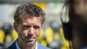 Roda-coach De Jong moet noodgedwongen schuiven achterin