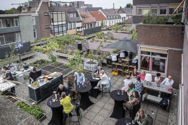 Restaurant Amusant in Weert stopt maar dakakker blijft op oude stadhuis