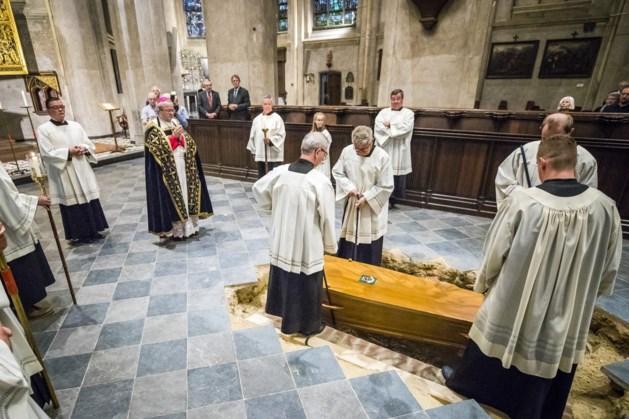 Bisschop Van Hoensbroeck voor de vierde keer begraven in Venlose Sint Martinusbasiliek
