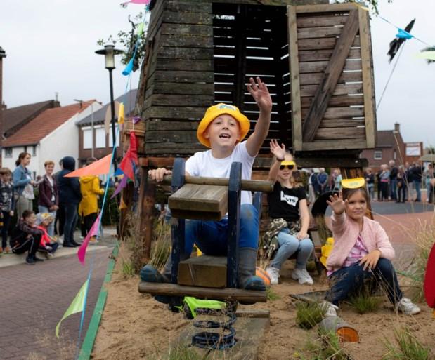 Cultuurparade trekt door Berg aan de Maas