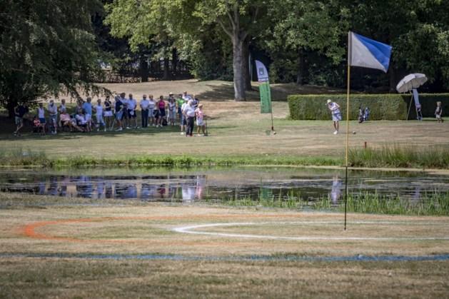 Golfers spelen ludiek toernooi met knipoog naar schuttersfeest OLS
