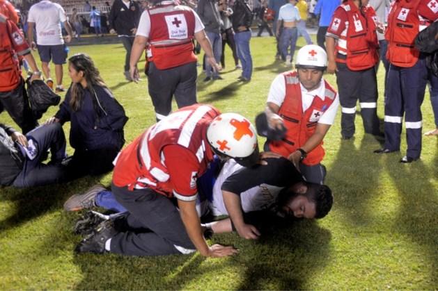 Doden en gewonden bij voetbalrellen in Honduras: spelersbus aangevallen