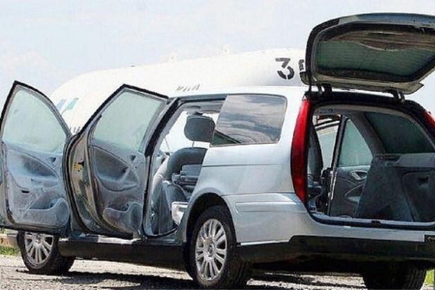 Fransman gearresteerd met lijk echtgenote in kofferbak en kids op achterbank