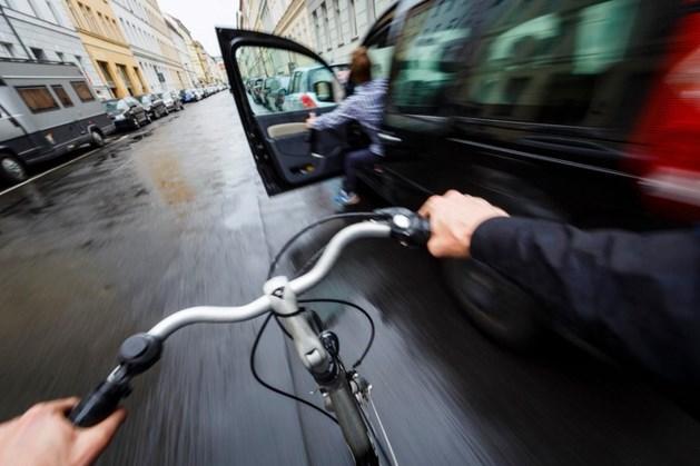 Dodehoektechniek voorkomt botsing tussen fietsers en openslaande autodeuren