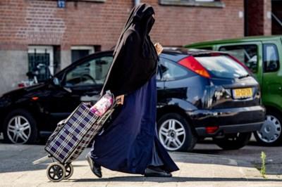 Nikabdraagster uit bus gezet: 'Chauffeur had moeten doorrijden toen ze weigerde'