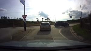 Video: Automobilist veroorzaakt ongeluk in Brunssum en gaat ervandoor
