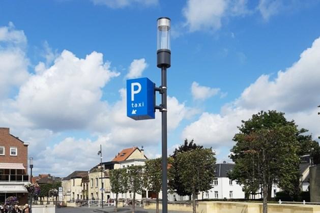 Taxistandplaats Walramplein Valkenburg krijgt verlichte zuilen