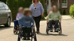 'Moeder dwingt vier kinderen in rolstoel te zitten om jarenlang sociale fraude te kunnen plegen'