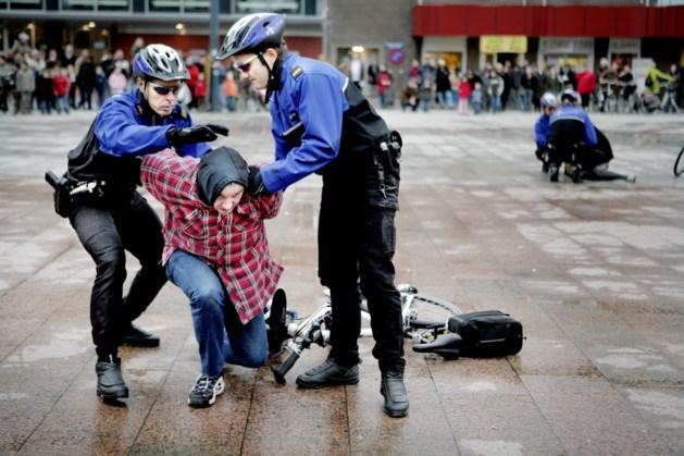 Politie houdt demodag op Kloosterwandplein Roermond