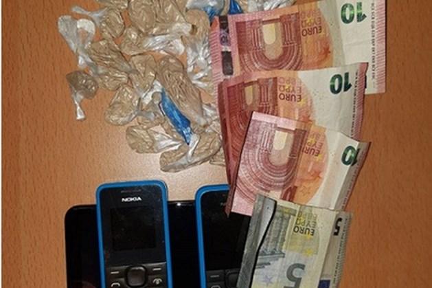 Fietsendief slaat op de vlucht in Maastricht; man heeft drugs en meerdere telefoons op zak