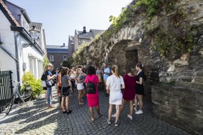 Citywalks voor nieuwe studenten in Maastricht zijn tijdens Inkom razend populair