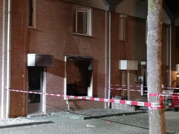 Explosie bij politie-inval in huis Hoensbroek, agent en bewoner gewond