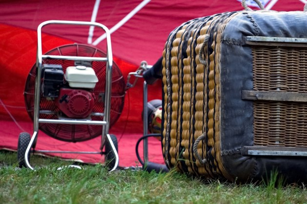 Luchtballon maakt noodlanding bij Fromberg na gaslek: passagier breekt arm