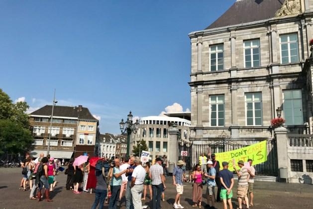 Anti-5G-demonstratie in Maastricht trekt honderd mensen