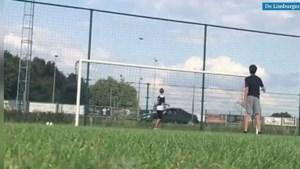 Video: Jonge voetballer haalt ongelofelijk trucje uit met voetbal