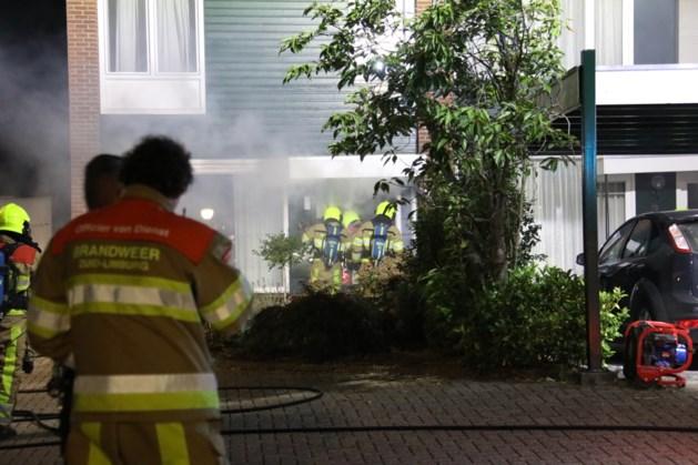 Twee bewoners met ademhalingsproblemen na brand in woning in Holtum