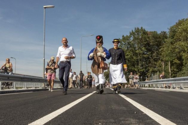 Schutterij opent langverwachte brug in Urmond