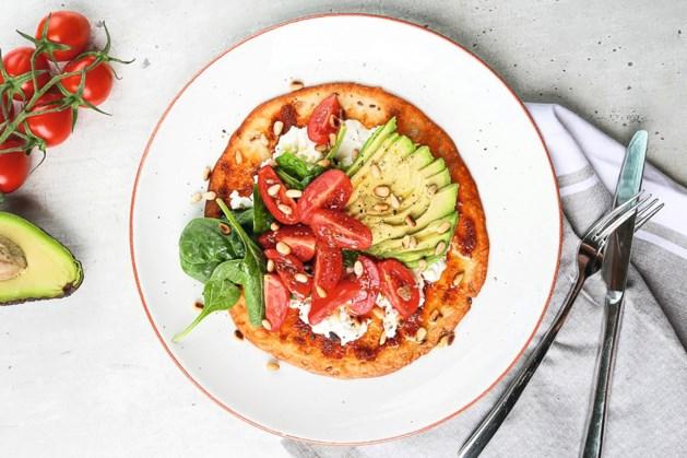 Doe-'t-zelf tortilla's met hüttenkäse, avocado en rode pesto