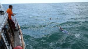 Beukende golven, olietankers en windkracht zes: Lisa uit Venray zwom van Engeland naar Frankrijk