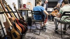 Muziekles op locatie populair bij scholieren in Reuver